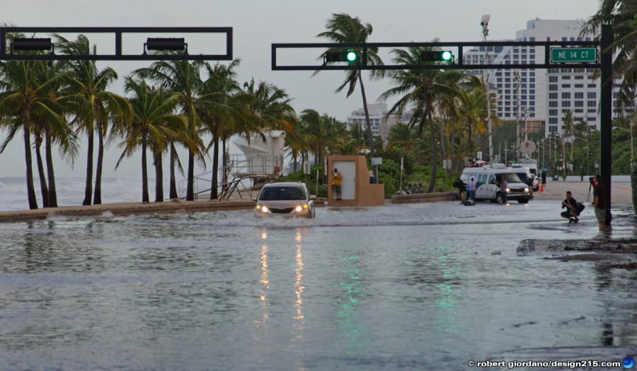 A1A Flooding, Fort Lauderdale - Oct 26 2012 Car in Flooded A1A, photo by Robert Giordano