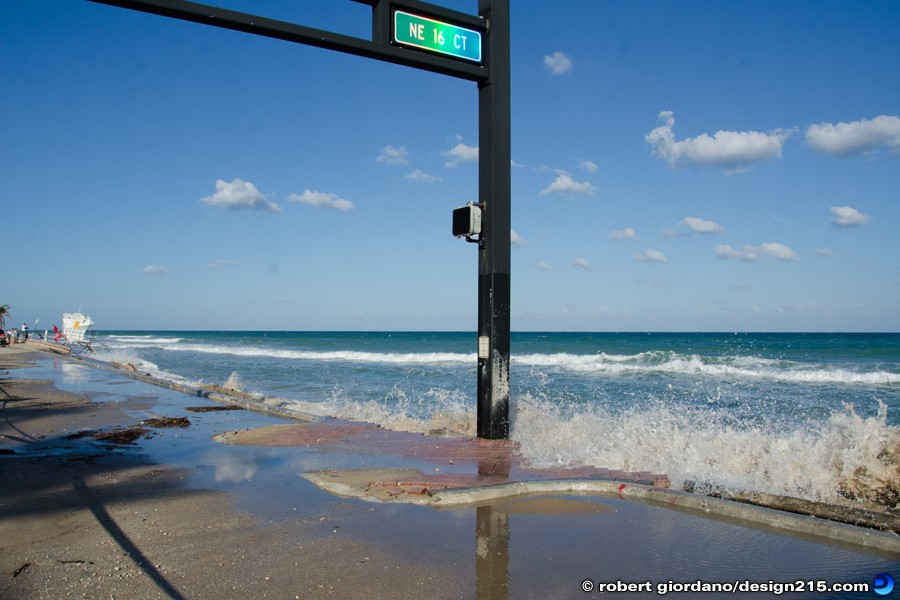 A1A Flooding, Fort Lauderdale - Nov 22 2012 Ocean vs. Traffic Signal, photo by Robert Giordano