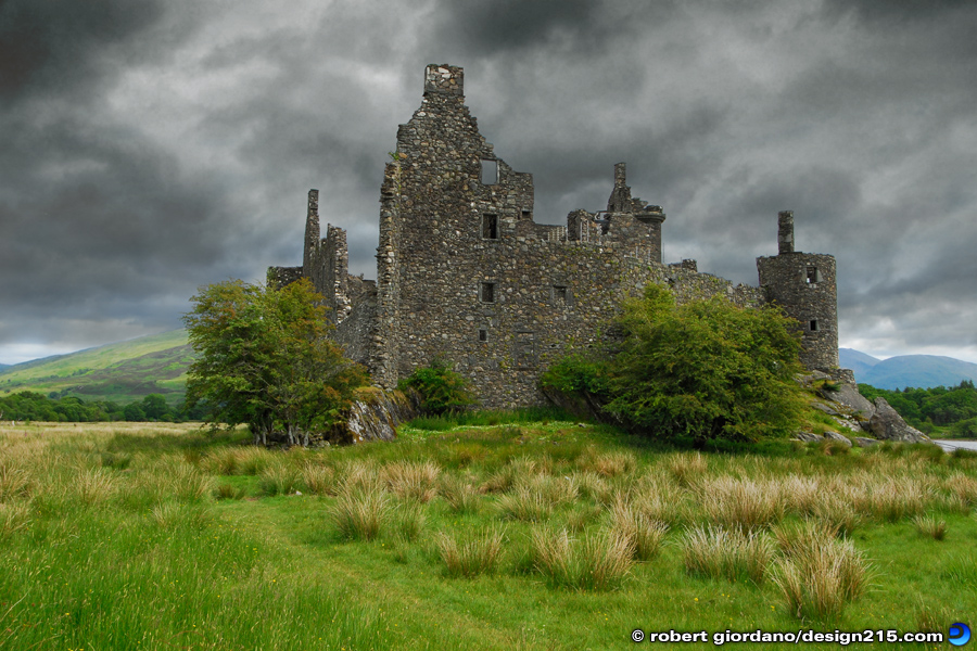 Travel Photography - Kilchurn Castle, Scotland, photo by Robert Giordano