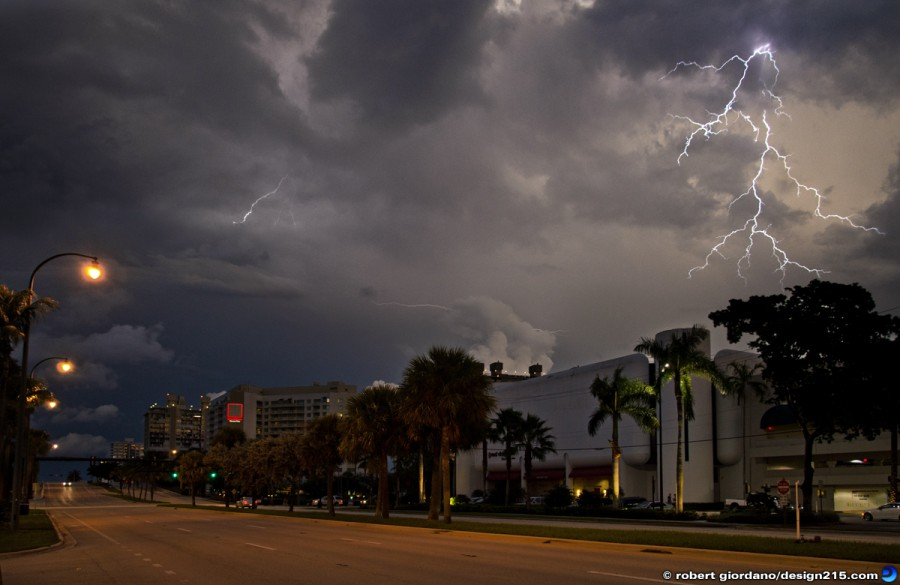 Fort Lauderdale, FL - Lighting by Galleria Mall, photo by Robert Giordano