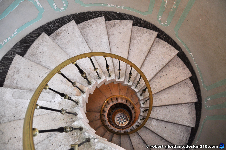 Architecture and Interiors - Spiral Stairway, photo by Robert Giordano