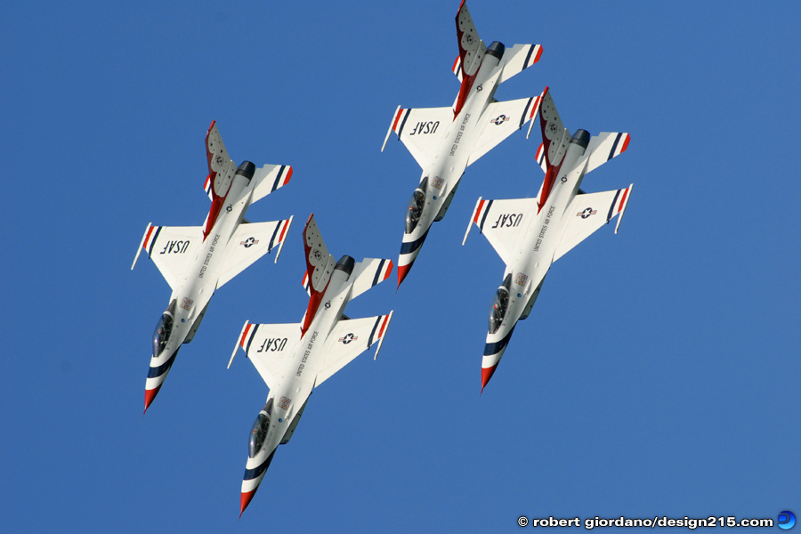 Action Photography - Thunderbirds in Formation, photo by Robert Giordano
