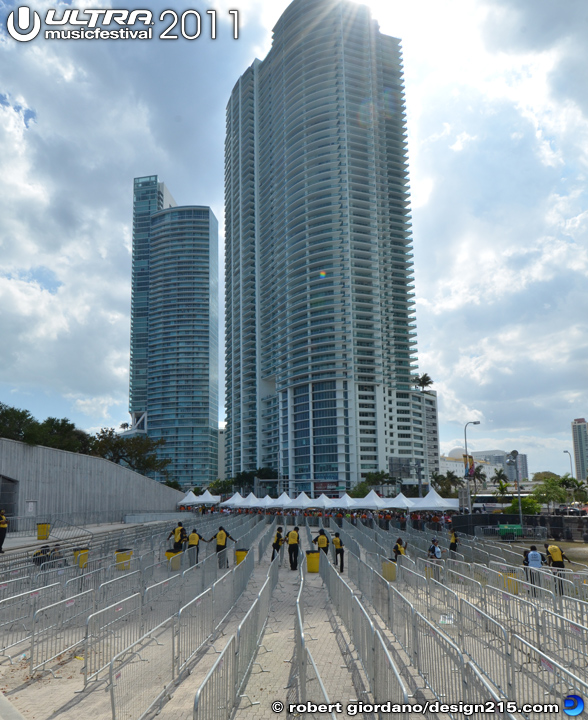 2011 Ultra Music Festival - Front gates, opening day, photo by Robert Giordano