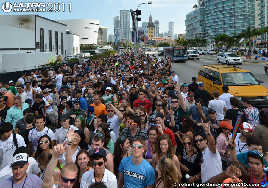 2011 Ultra Music Festival - Crowd waiting for gates to open, photo by Robert Giordano