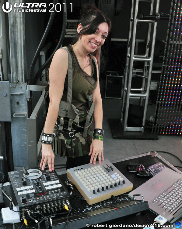 2011 Ultra Music Festival - VJ Psyberpixie, photo by Robert Giordano