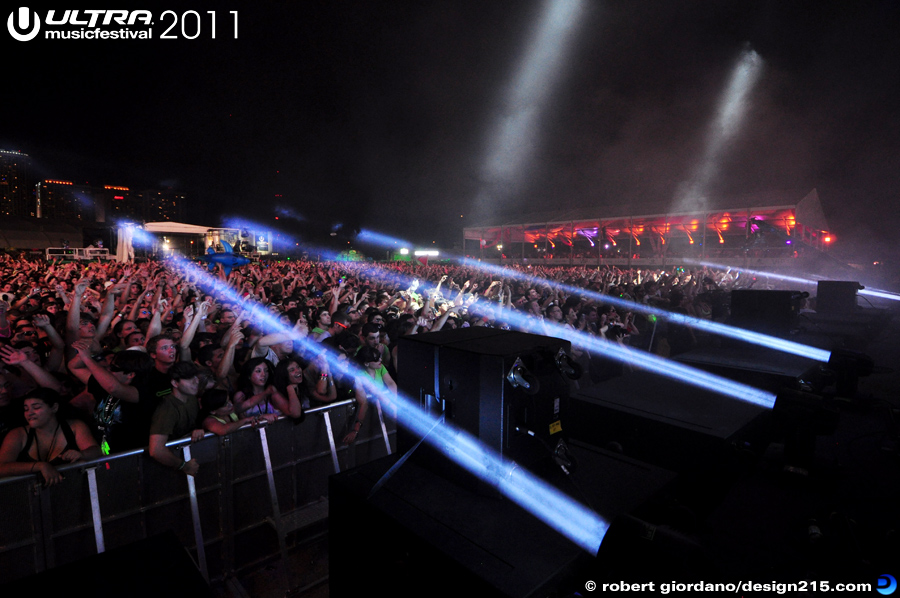 2011 Ultra Music Festival - Pendulum Live, Main Stage #0440, photo by Robert Giordano