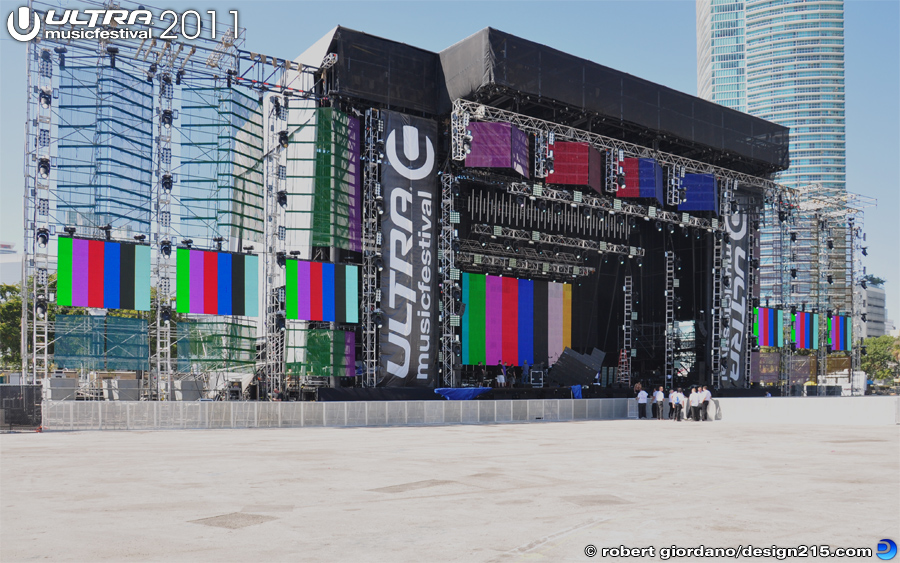 2011 Ultra Music Festival - Main Stage Color Bar Test, photo by Robert Giordano