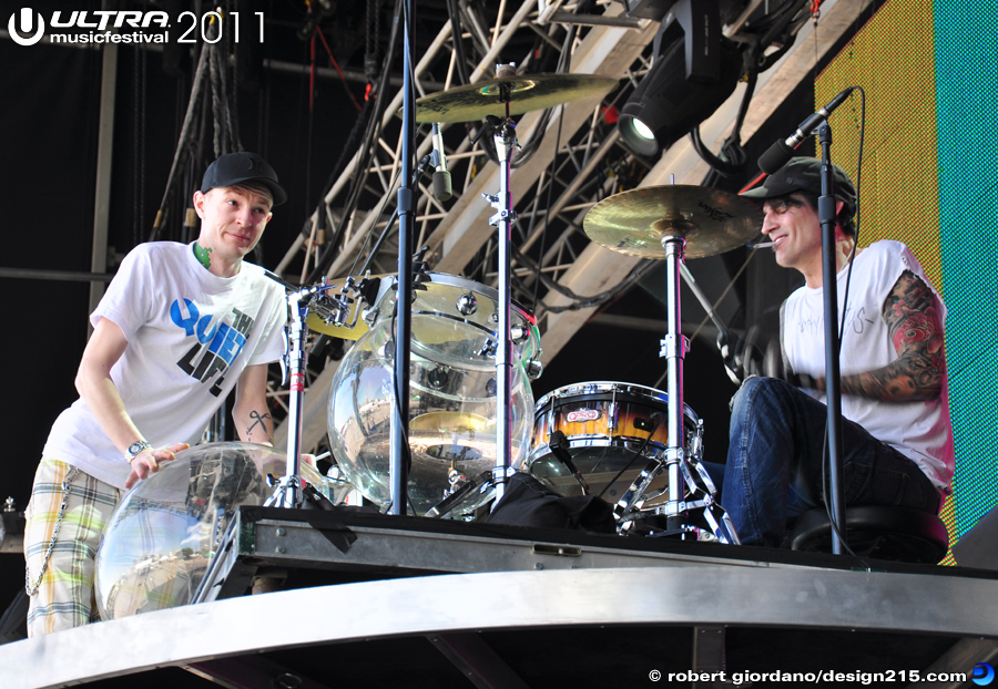 2011 Ultra Music Festival - Deadmau5 and Tommy Lee, photo by Robert Giordano