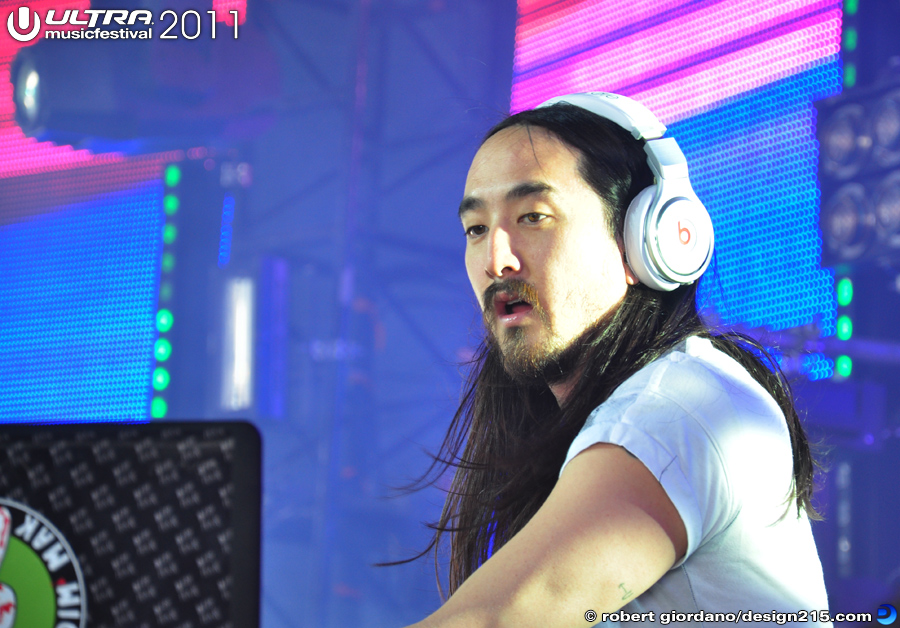 2011 Ultra Music Festival - Steve Aoki, Carl Cox Tent #0669, photo by Robert Giordano