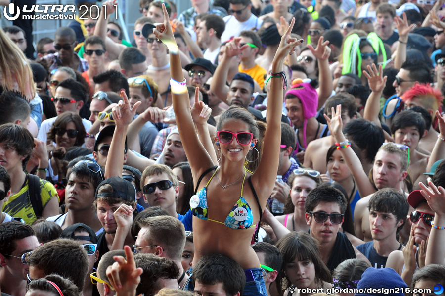 2011 Ultra Music Festival - Fans of Avicii, photo by Robert Giordano