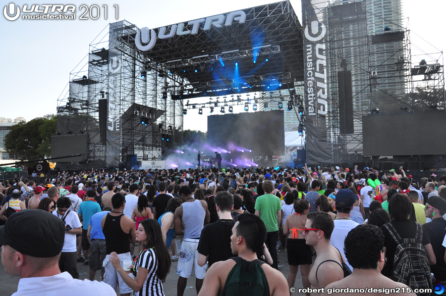 2011 Ultra Music Festival - Simian Mobile Disco, Live Stage #0872, photo by Robert Giordano