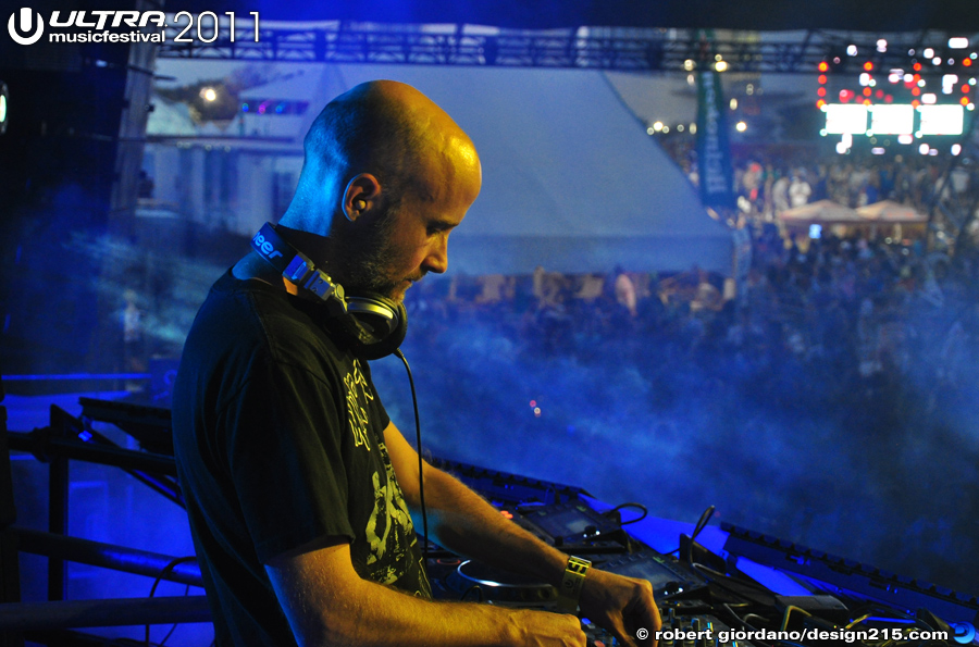 2011 Ultra Music Festival - Moby, Carl Cox Tent #0920, photo by Robert Giordano