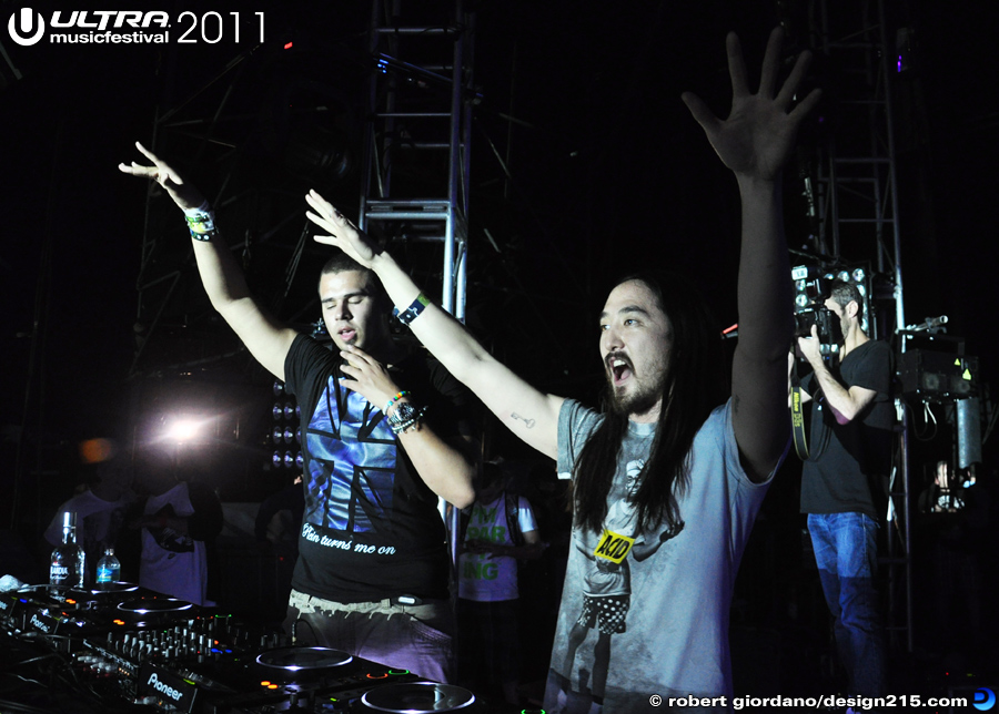 2011 Ultra Music Festival - Afrojack and Steve Aoki, Main Stage, photo by Robert Giordano