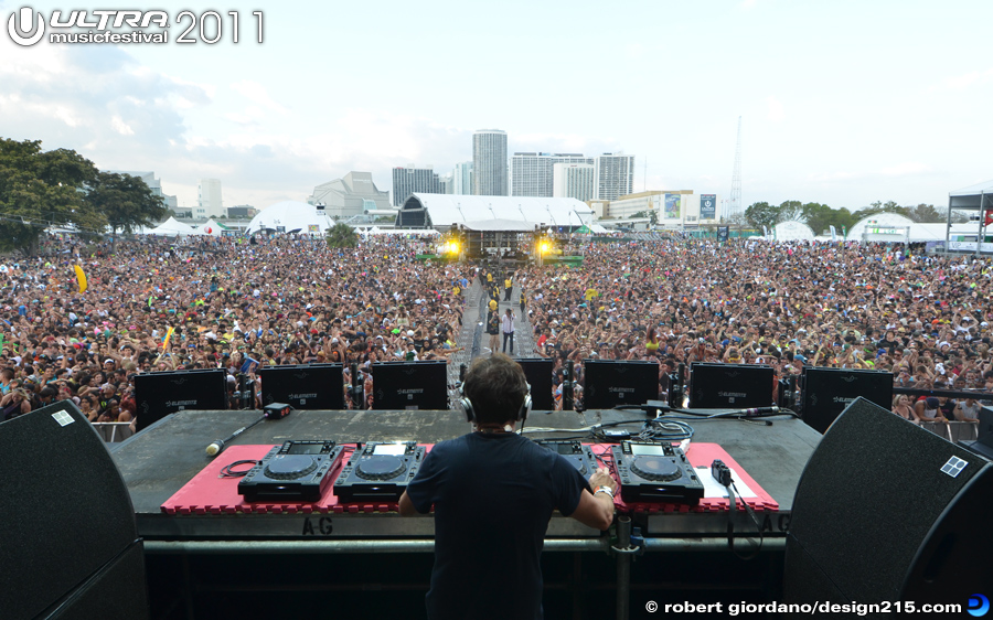 2011 Ultra Music Festival - Benny Benassi, Main Stage #1189, photo by Robert Giordano
