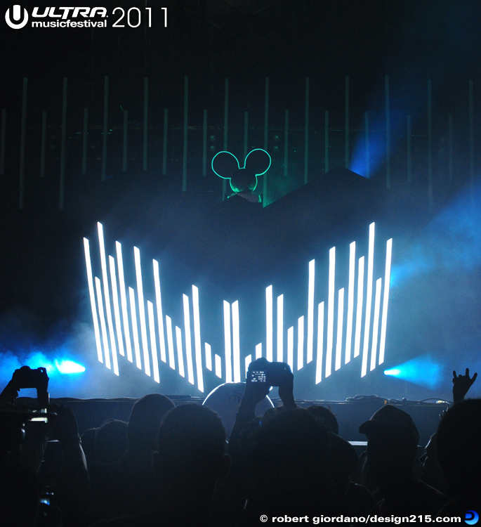 2011 Ultra Music Festival - Deadmau5, Main Stage #1233, photo by Robert Giordano