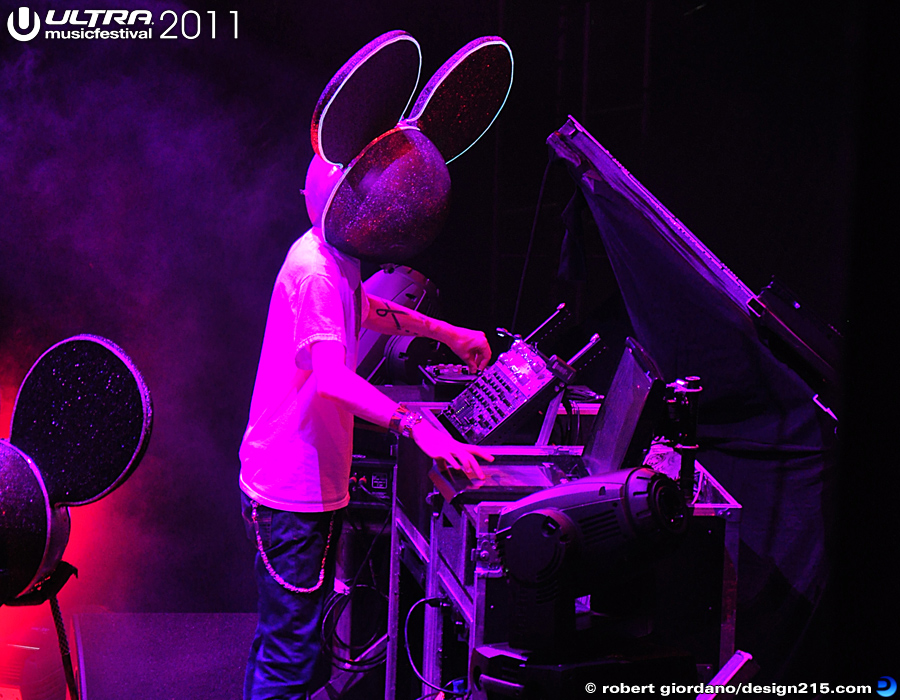 2011 Ultra Music Festival - Deadmau5, Main Stage #1243, photo by Robert Giordano