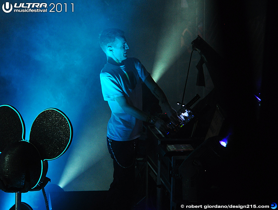 2011 Ultra Music Festival - Deadmau5, Main Stage #1278, photo by Robert Giordano