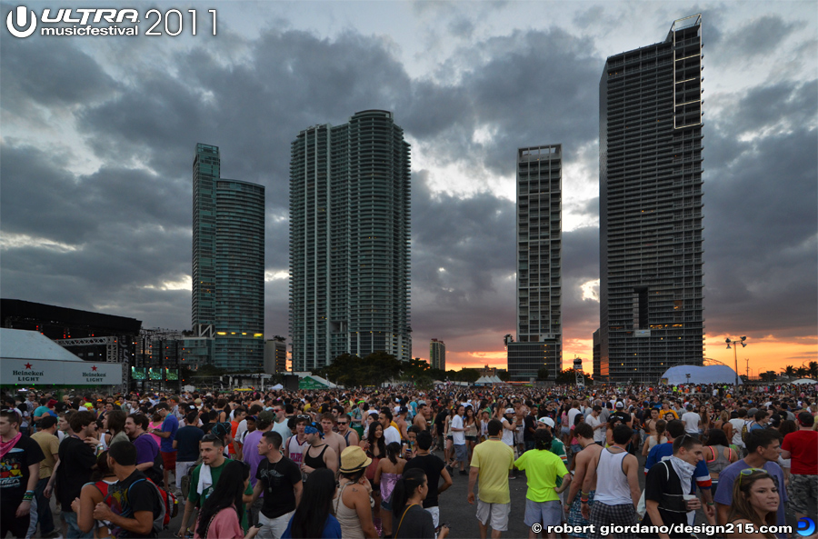 2011 Ultra Music Festival - Sunset, Day 1, photo by Robert Giordano