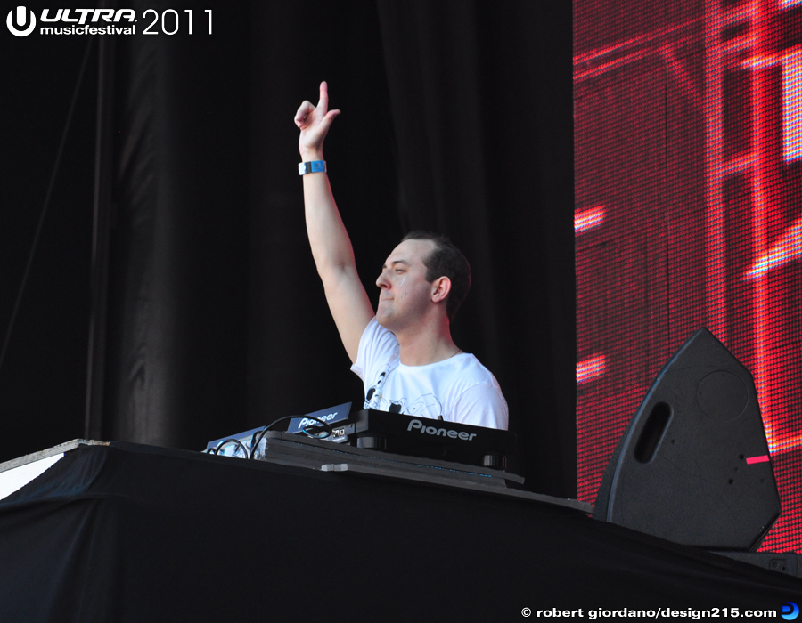 2011 Ultra Music Festival - Wolfgang Gartner, Main Stage #1626, photo by Robert Giordano