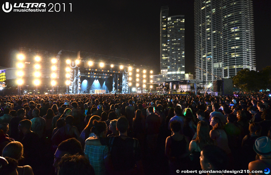2011 Ultra Music Festival - Tiesto, Main Stage #1643, photo by Robert Giordano