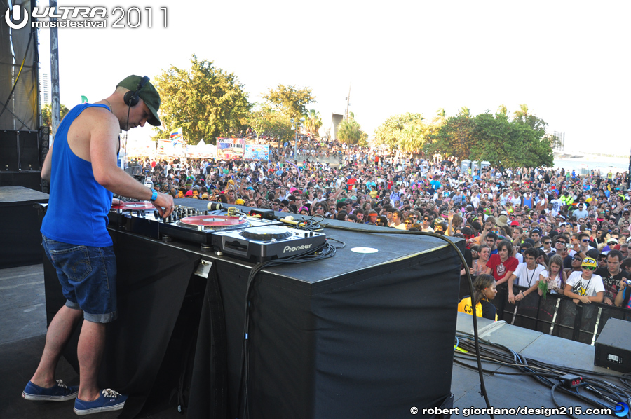 2011 Ultra Music Festival - Fake Blood, Live Stage #1733, photo by Robert Giordano
