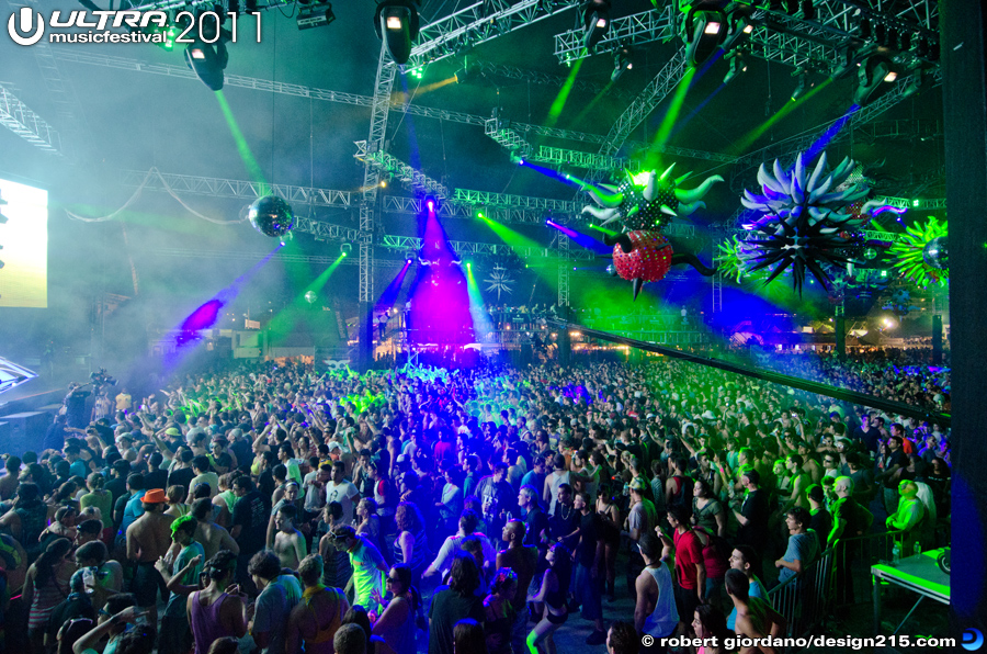 2011 Ultra Music Festival - Carl Cox, Carl Cox Tent #1866, photo by Robert Giordano