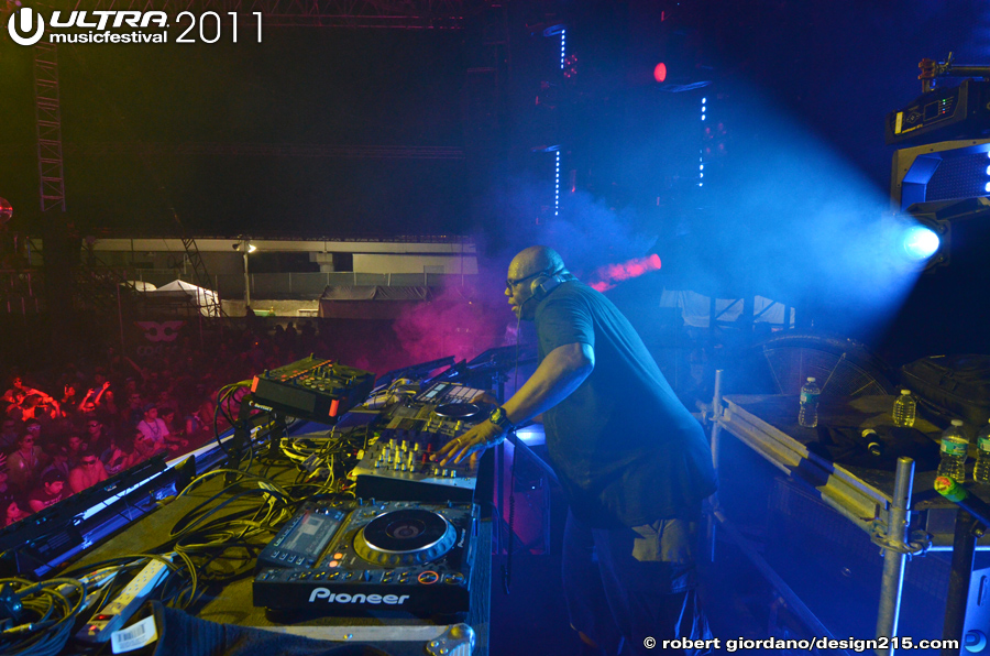 2011 Ultra Music Festival - Carl Cox, Carl Cox Tent #1887, photo by Robert Giordano
