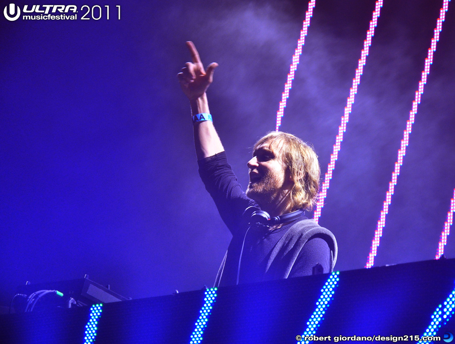 2011 Ultra Music Festival - Dave Guetta, Main Stage #1917, photo by Robert Giordano