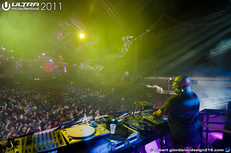 2011 Ultra Music Festival - Carl Cox, Carl Cox Tent #1925, photo by Robert Giordano