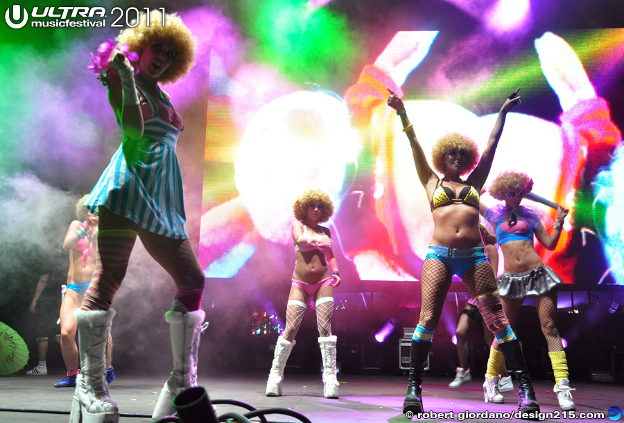 2011 Ultra Music Festival - Afrobeta Dancers, Live Stage #2223, photo by Robert Giordano