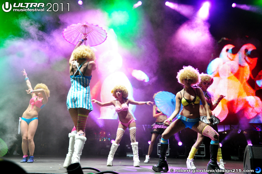 2011 Ultra Music Festival - Afrobeta Dancers, Live Stage #2225, photo by Robert Giordano