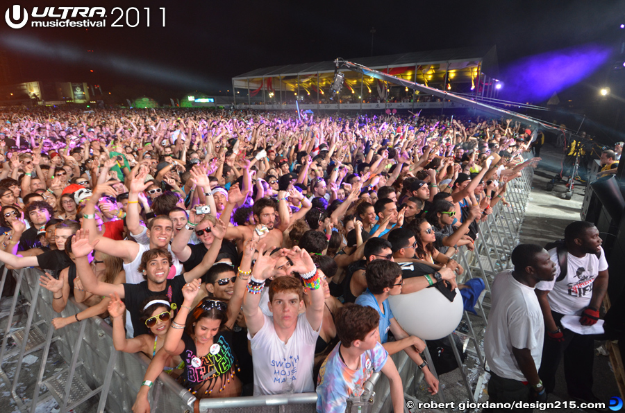 2011 Ultra Music Festival - Main Stage Crowd, East Side, photo by Robert Giordano