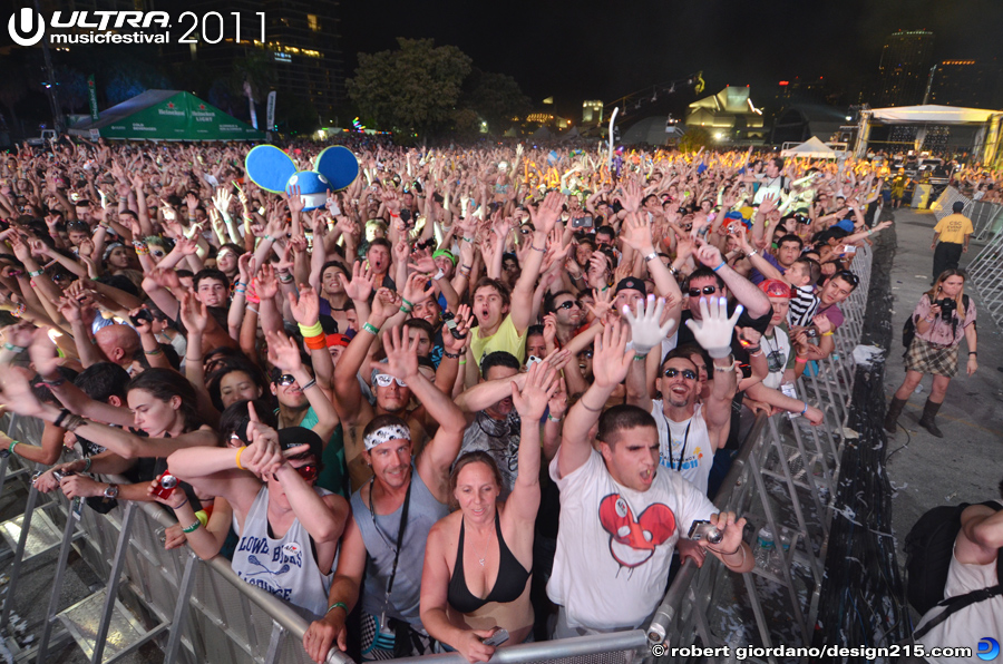 2011 Ultra Music Festival - Main Stage Crowd, West Side, photo by Robert Giordano