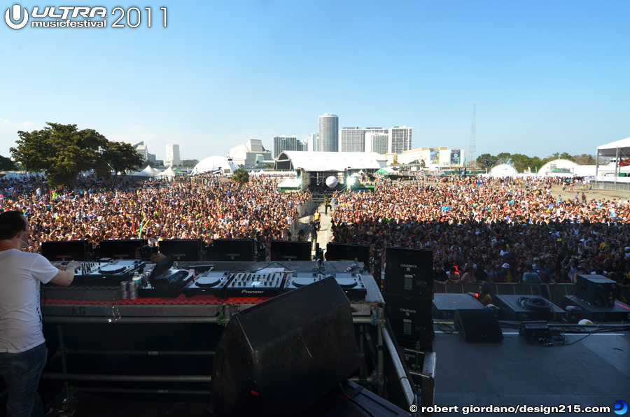 2011 Ultra Music Festival - Wolfgang Gartner, Main Stage #3034, photo by Robert Giordano