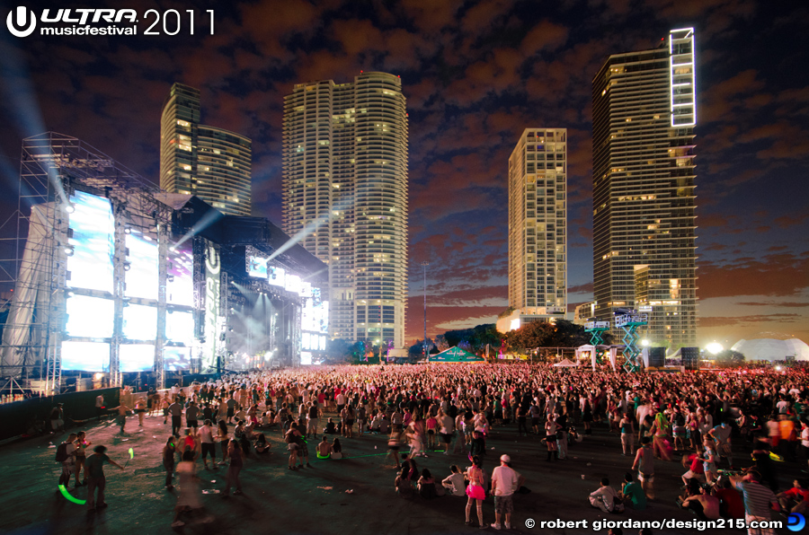 2011 Ultra Music Festival - Main Stage at Dusk, photo by Robert Giordano