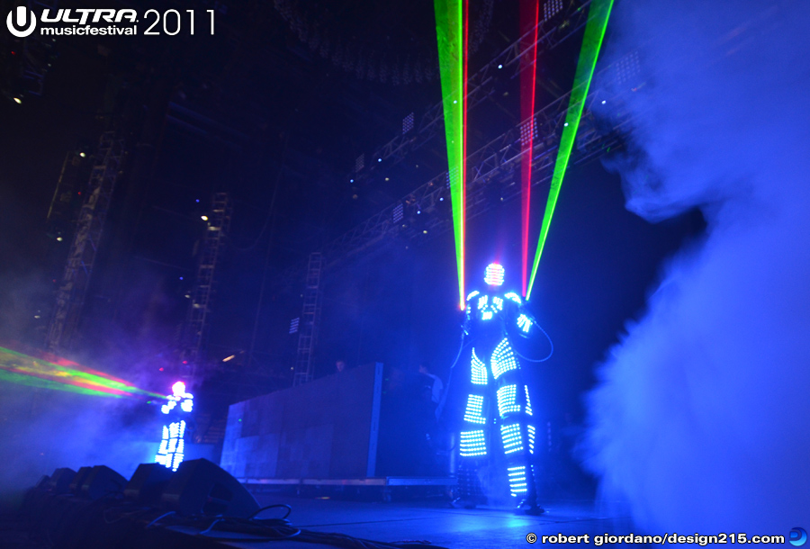 2011 Ultra Music Festival - Dave Guetta, Main Stage #3260, photo by Robert Giordano