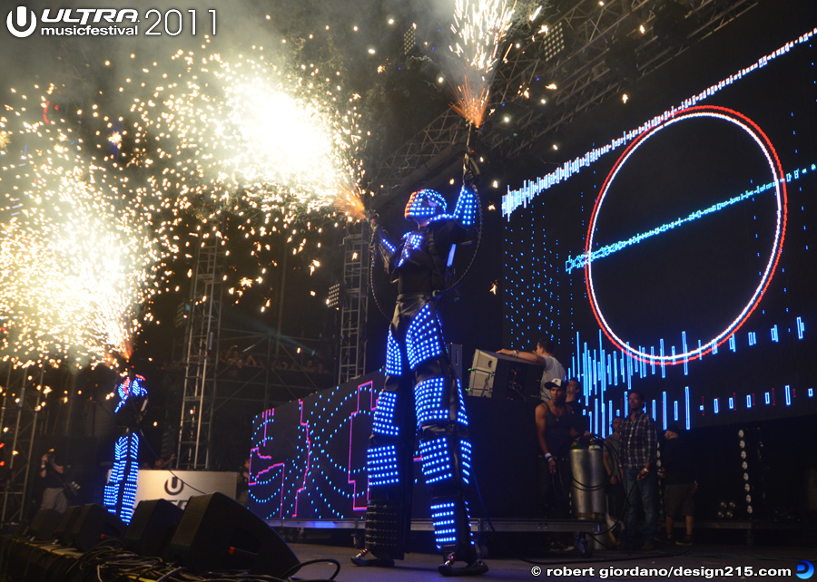 2011 Ultra Music Festival - Dave Guetta, Main Stage #3281, photo by Robert Giordano