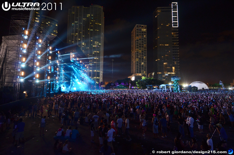 2011 Ultra Music Festival - Ultra Main Stage at Night, Day 3, photo by Robert Giordano