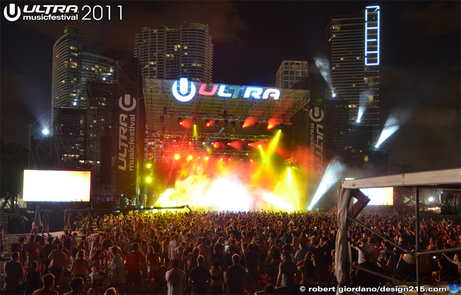 2011 Ultra Music Festival - Ultra Live Stage at Night, Day 3, photo by Robert Giordano