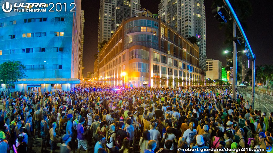 2012 Ultra Music Festival - crowds leaving Ultra Sunday night, photo by Robert Giordano