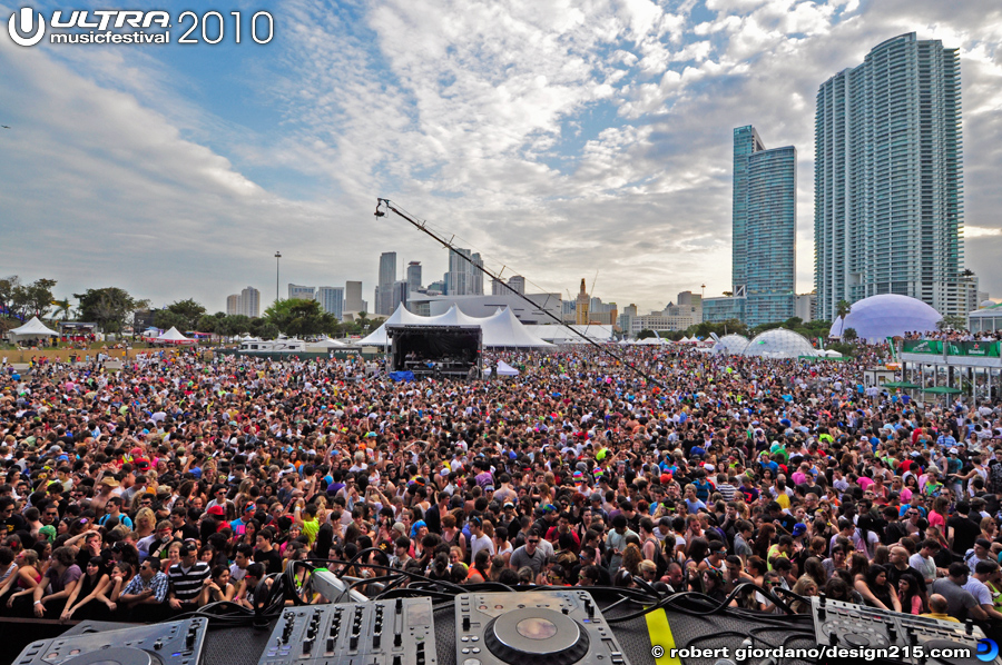 2010 Ultra Music Festival - Main Stage, Late Afternoon, Day 1, photo by Robert Giordano