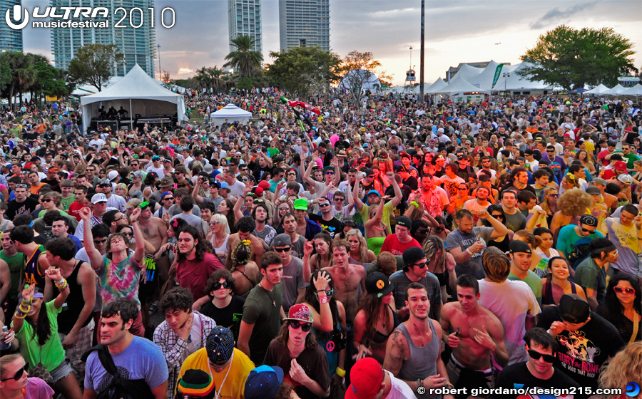 Crowd at the Bayfront Live Stage - 2010 Ultra Music Festival