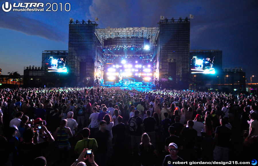 2010 Ultra Music Festival - Main Stage, Sunset, Day 1, photo by Robert Giordano