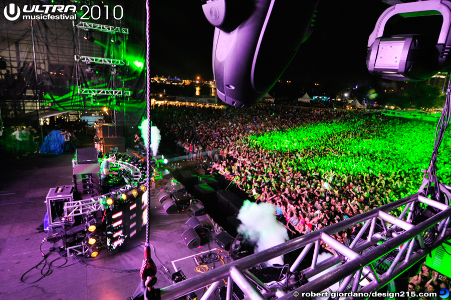 2010 Ultra Music Festival - Tiesto on the Main Stage, Bird's Eye View, photo by Robert Giordano