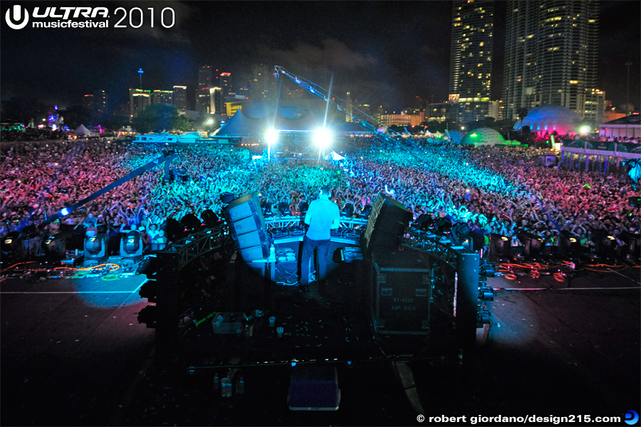 2010 Ultra Music Festival - Tiesto, Main Stage, Day 1 #5289, photo by Robert Giordano