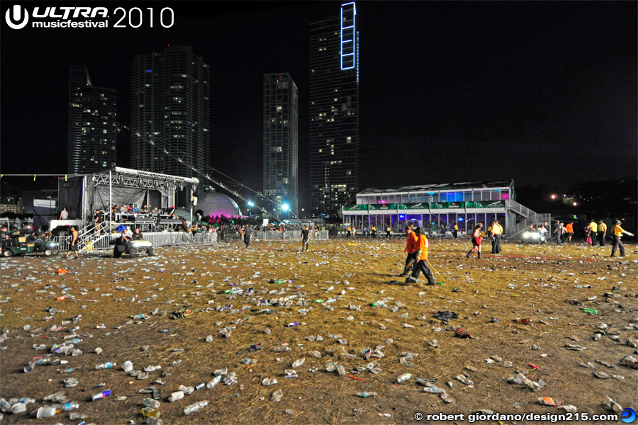2010 Ultra Music Festival - Main Stage Aftermath, Day 1, photo by Robert Giordano