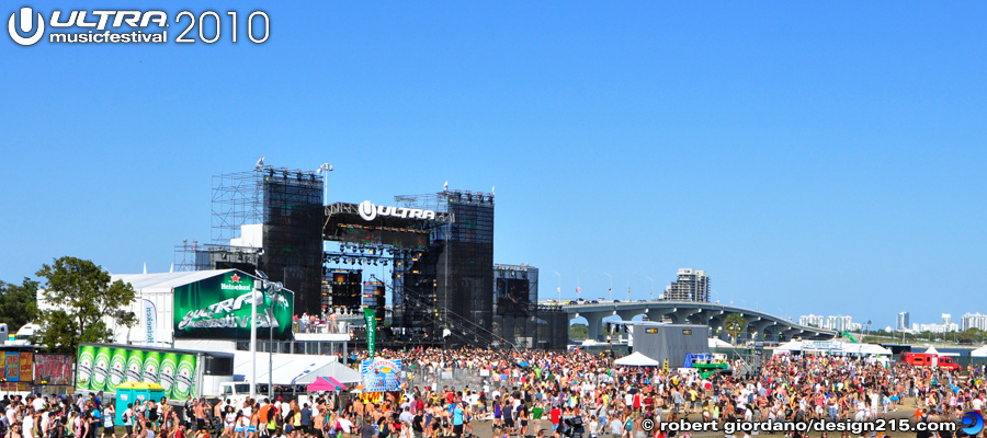 2010 Ultra Music Festival - View of the Main Stage from the hill., photo by Robert Giordano