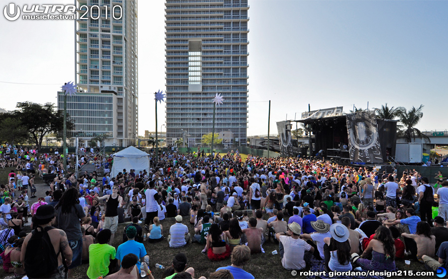 2010 Ultra Music Festival - Biscayne Stage, Day 2, photo by Robert Giordano