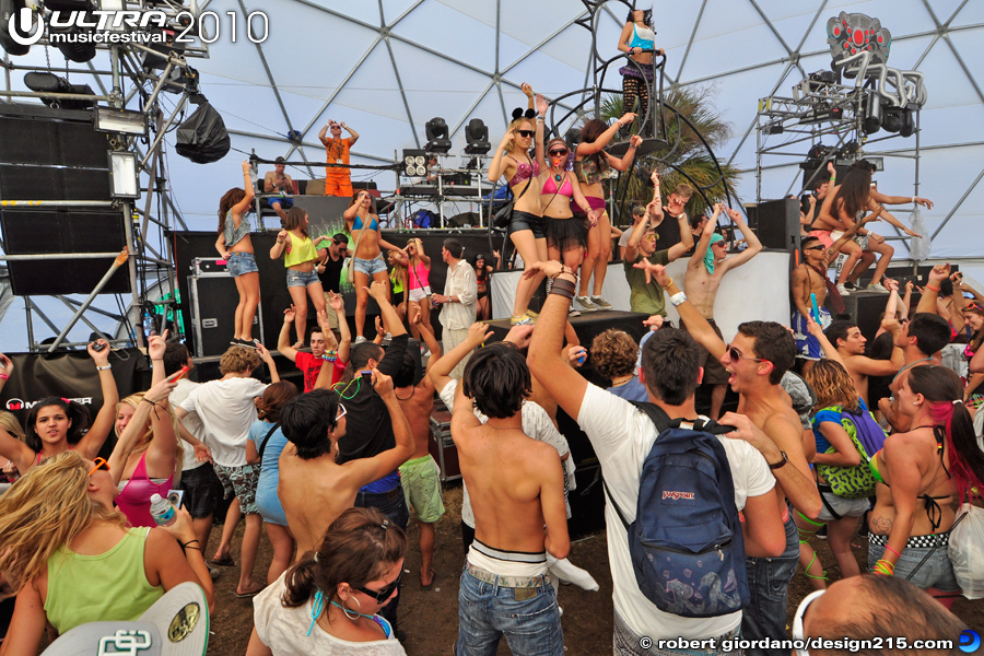 Dancing in the Dome - 2010 Ultra Music Festival