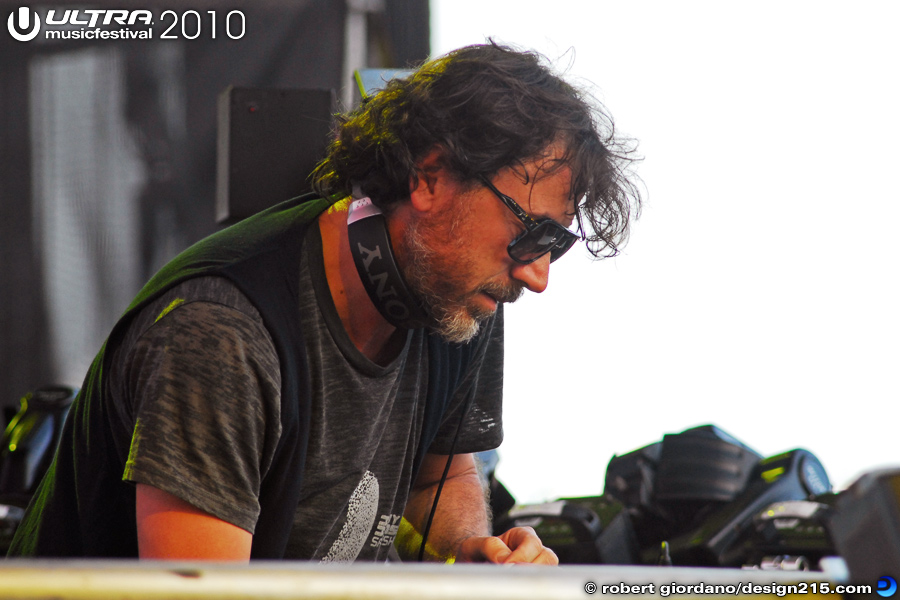 2010 Ultra Music Festival - Benny Benassi, Main Stage, Day 2, photo by Robert Giordano